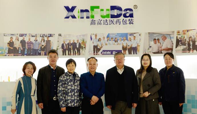 Президент Ассоциации ветеринарных препаратов приехал в Xinfuda для осмотра и руководства