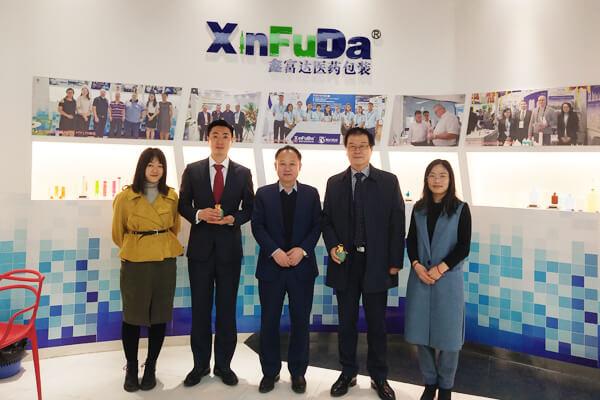 Корейские клиенты посещают наш завод