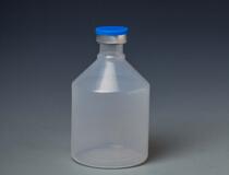 стерильная пластиковая бутылка с вакциной